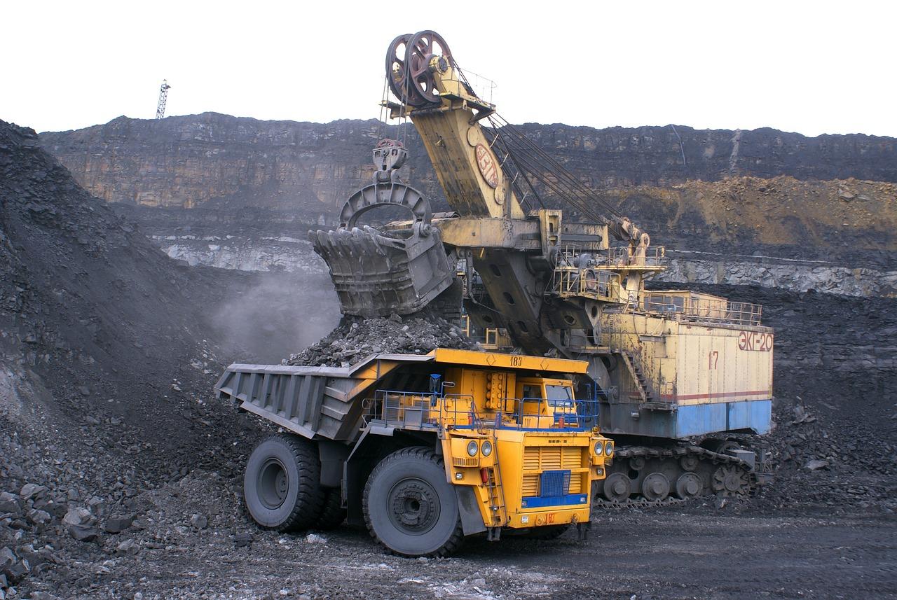 業界, ダンパー, ミネラル, 石炭, 巨大なプロポーション, Belaz, 車, 掘削機, 仕事, ロシア