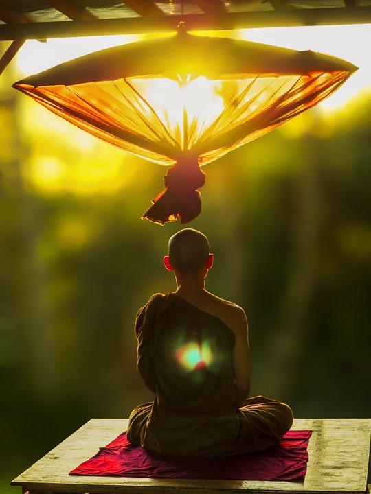 上座部仏教, 瞑想, 傘, 瞑想の僧侶, 上座部, 仏教, 寺, 文化, 宗教, 伝統的な, 日没, 反射