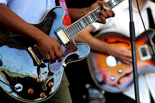 Guitarras, Instrumentos, Executar
