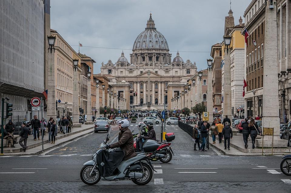 街の一部になっているサン・ピエトロ大聖堂です。