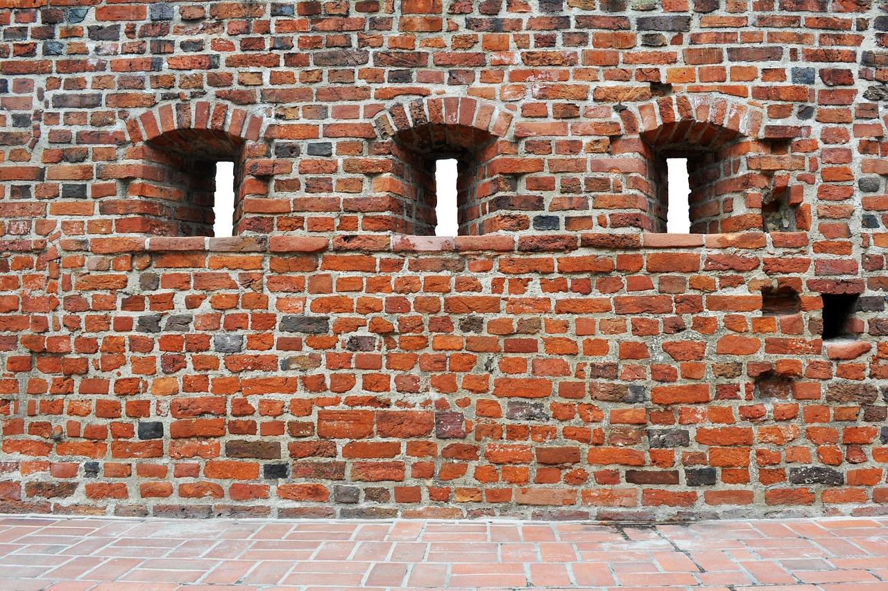 стены из старого кирпича