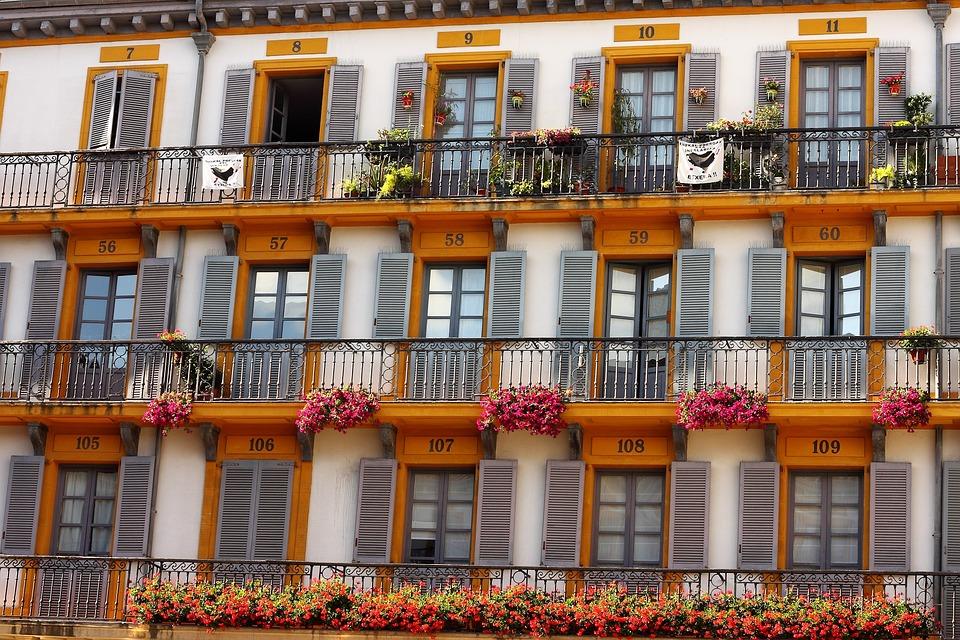 Hausfassade Gelb Fenster Kostenloses Foto Auf Pixabay