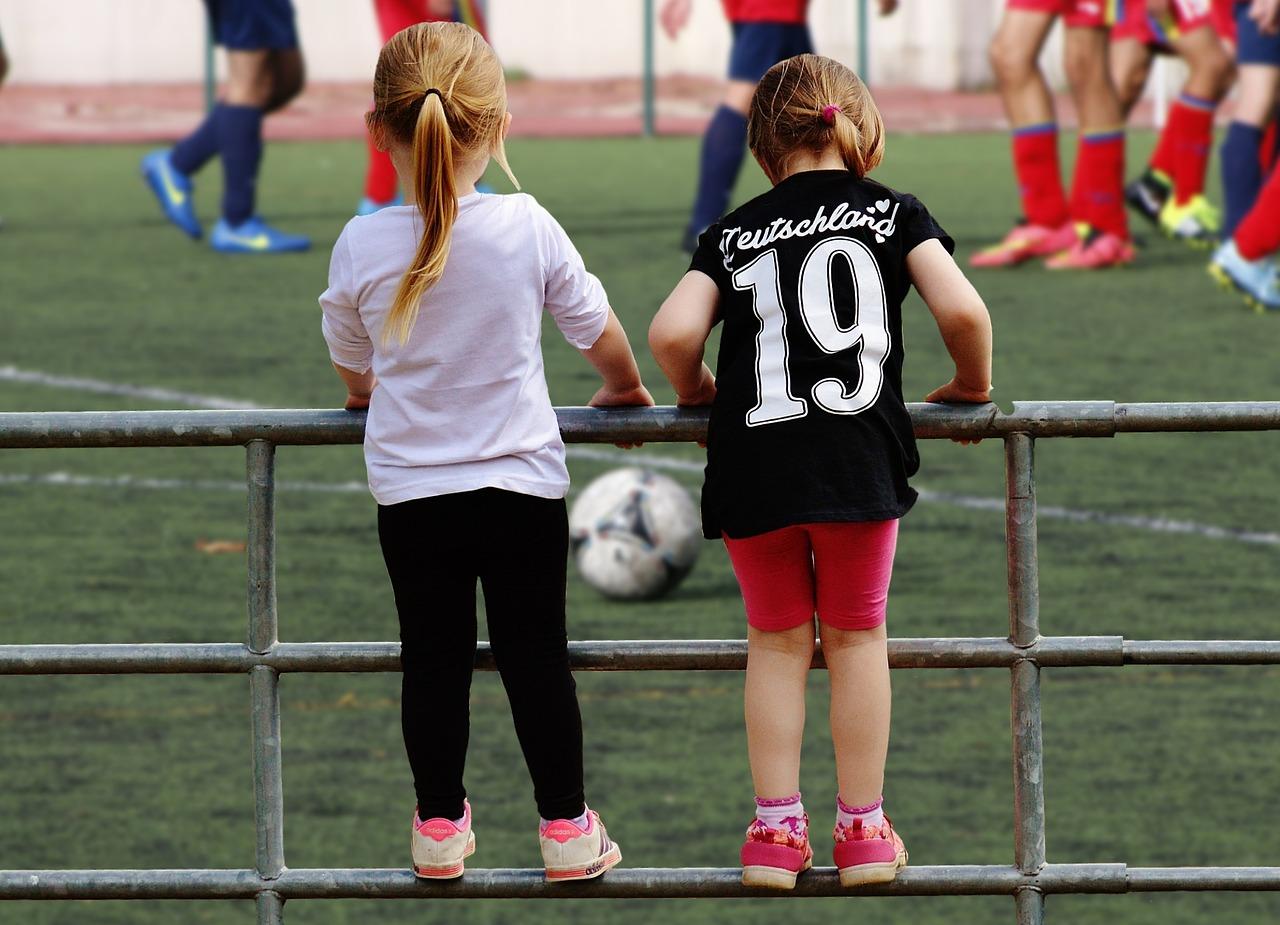 女の子 フェンス サッカー - Pixabayの無料画像