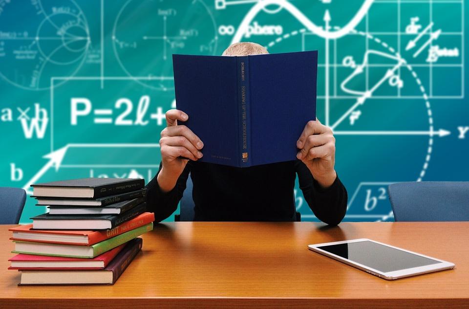 学生が文転する理由・浪人して文転した体験談・就職は不利か?