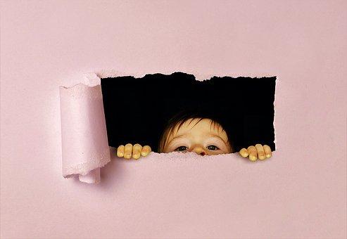 パース, 子, 見える, テコで動かす道具, おかしい, 破れた紙, 穴