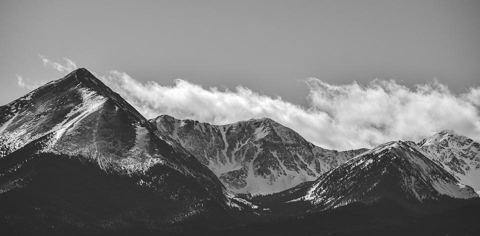 Mountains bland and white fog colorado snow