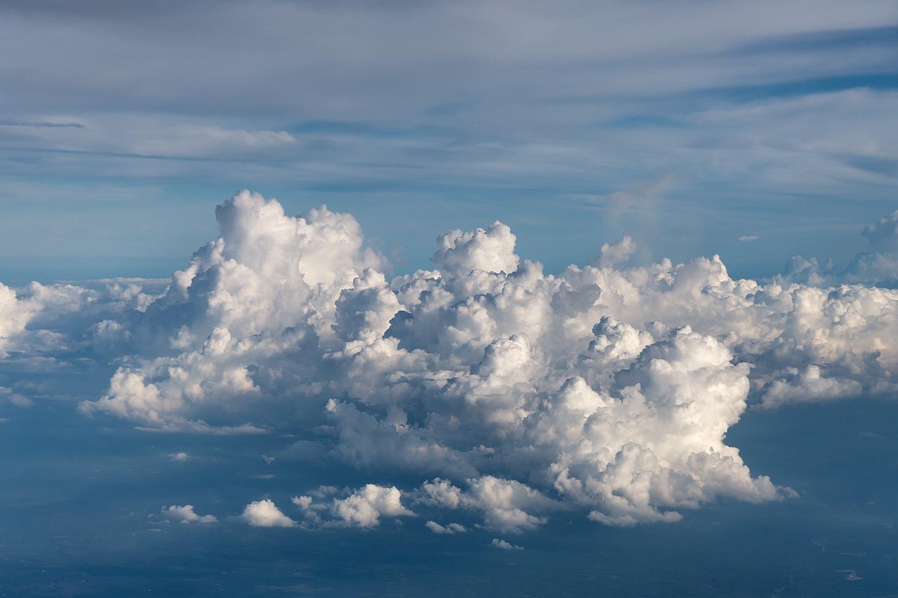 боится влаги сделать фото на фоне облаков размазывать идеи картинки