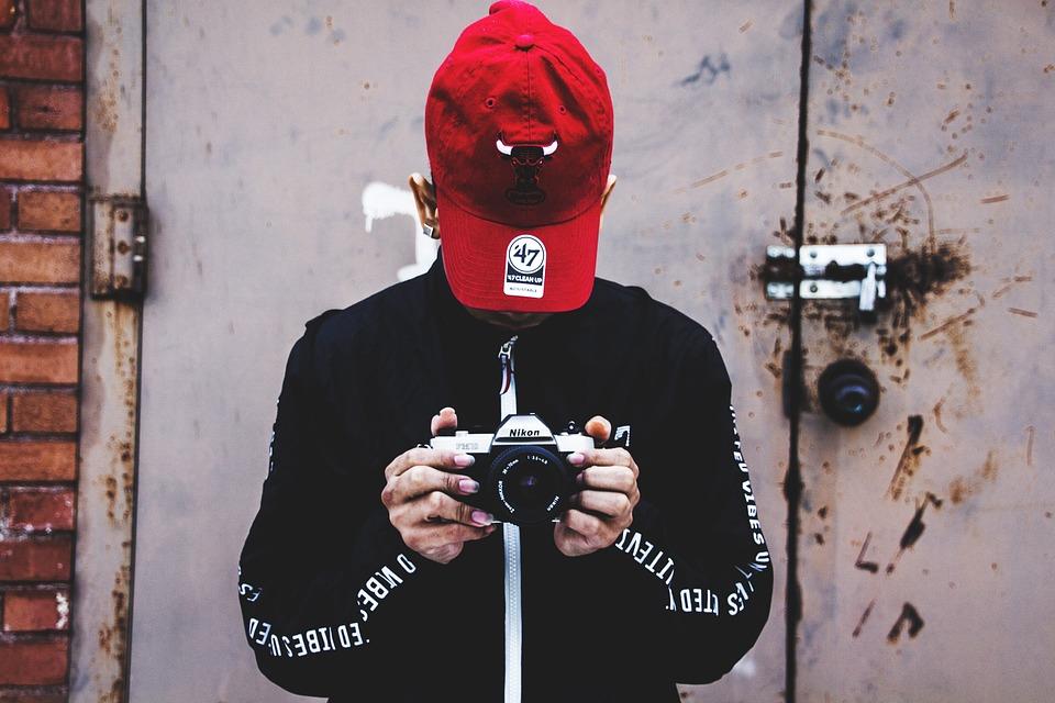 Foto Gratis Kamera Nikon Memegang Gambar Fotografi Fotografer Pegang