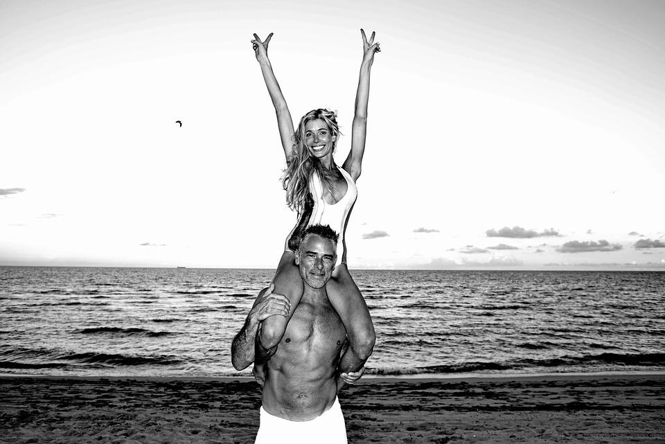 カップル, ビーチ, 楽しい, ビーチ カップル, 愛, 女性, 海, 幸せ, ロマンス, 男性