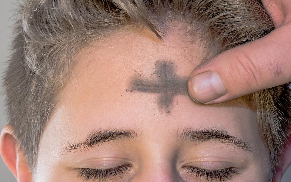 Aschermittwoch, Aschenkreuz, Kreuzzeichen, Kreuz, Stirn