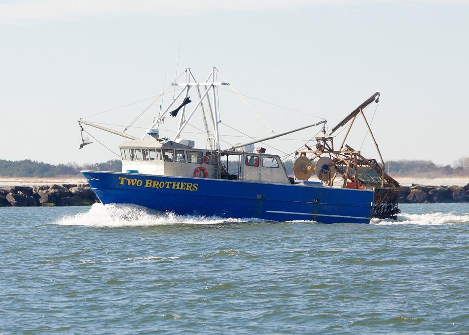bateau de peche commercial