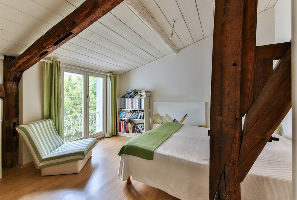 Moderne kamer houten balken · gratis foto op pixabay