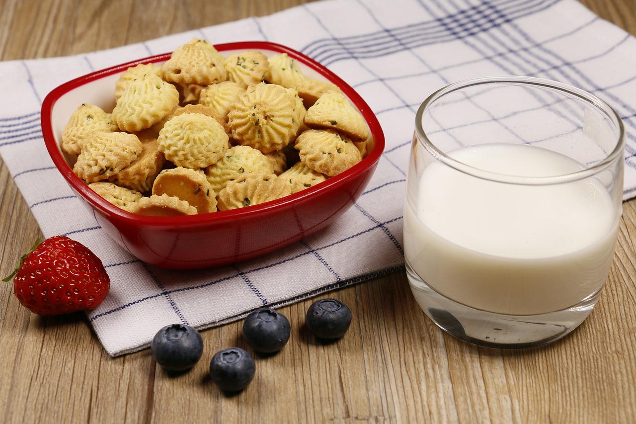 Юбилеем евгений, открытка печенье с молоком