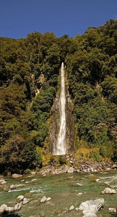 Si La Cala Del Trueno, Nueva Zelanda, Cascada