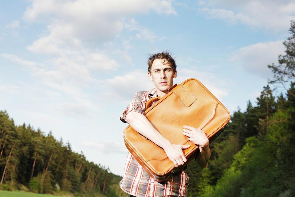 男, 荷物, フォワード, 若い, 不確かな, 不確実性, おかしい, 奇妙です, 奇妙な, 孤独, 分離