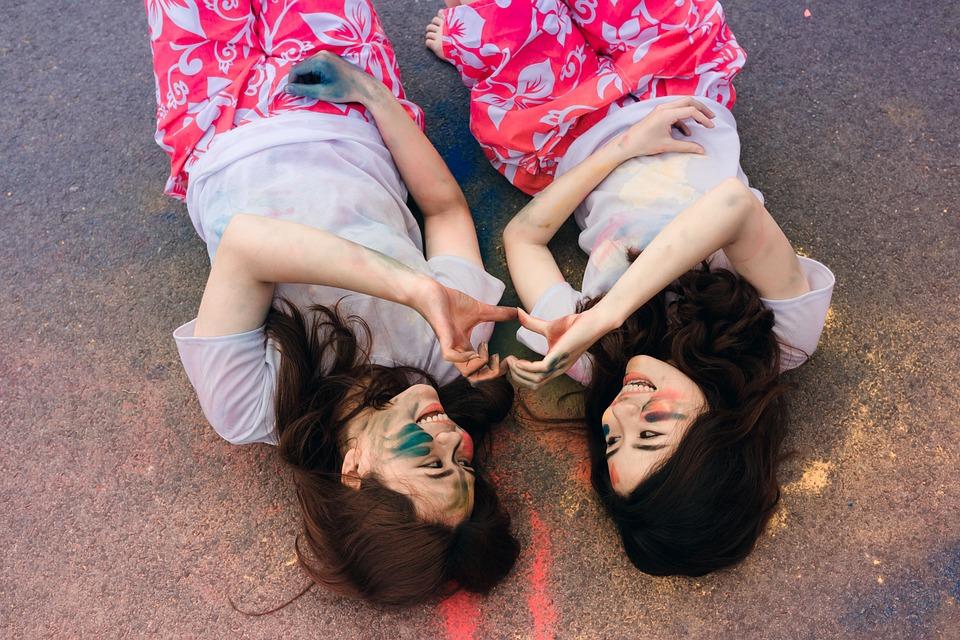 妇女, 友谊, 躺着, 微笑, 朋友, 年轻, 女性, 女子, 女孩, 笑, 幸福