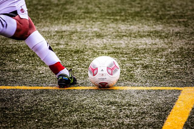 Football Ball u003cbu003eSportu003c/bu003e - Free photo on Pixabay