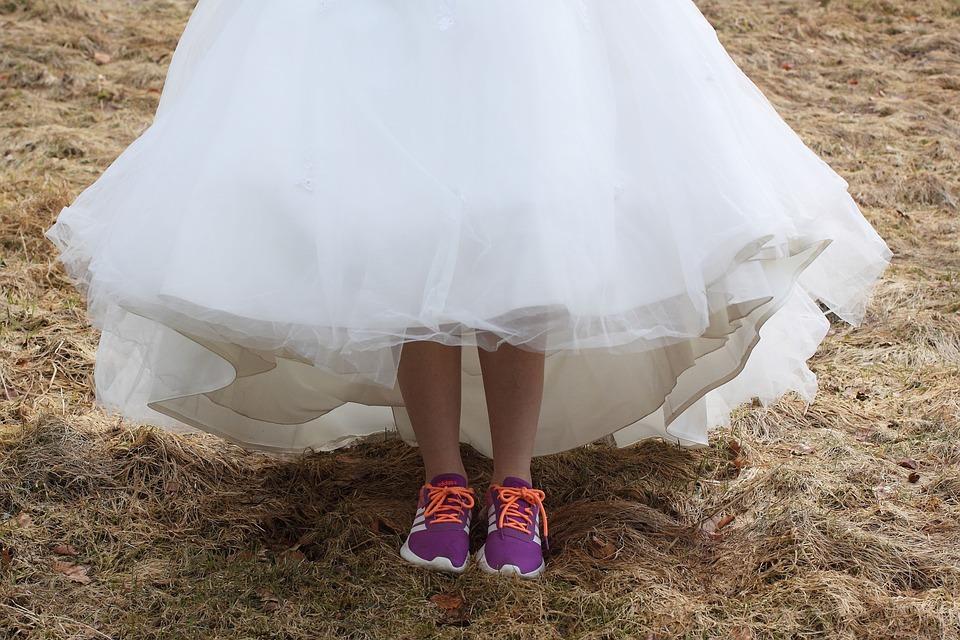 best service c5568 8bcda Hochzeitskleid Turnschuhe Weiss - Kostenloses Foto auf Pixabay