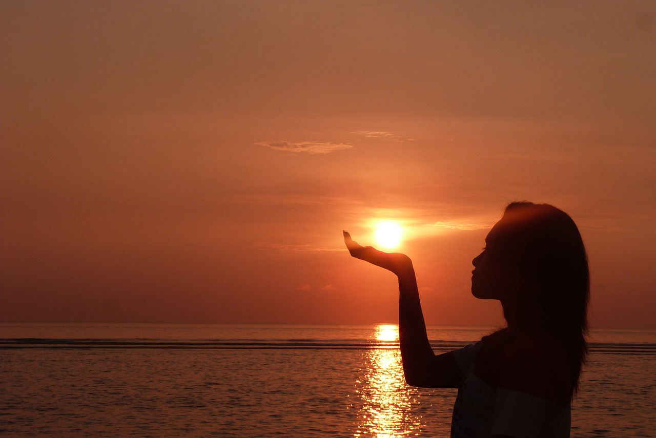 Днем, картинки восход солнца на море и девушка