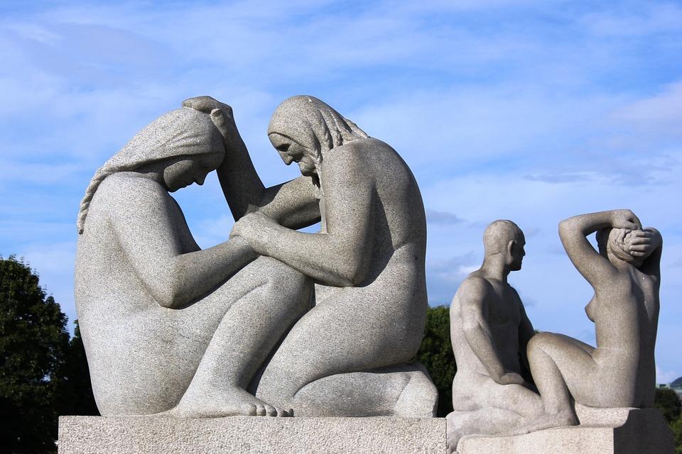 オスロ, 彫像, 彫刻, フィギュア, 老婦人, 若い女性, 文字, 建築, 信頼, 助言, 生命維持, 安全