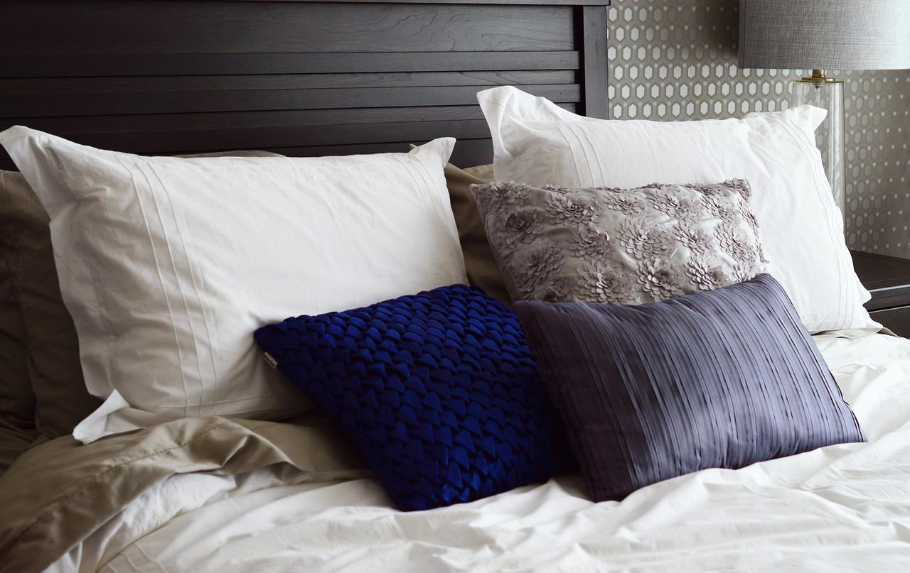 картинка кровать с подушками цыплята, которых получают