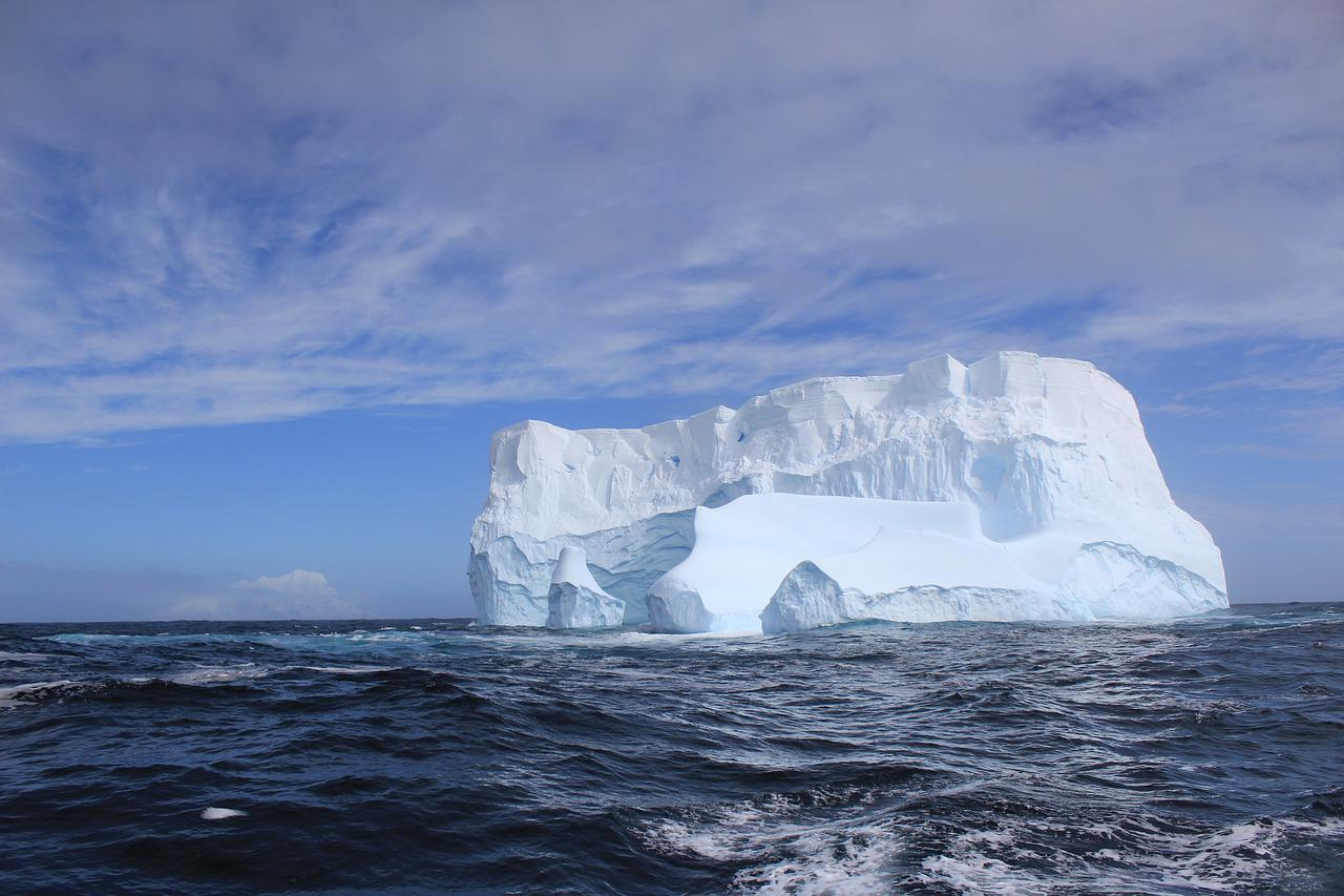 The international telephone dialing code for Antarctica is 672.