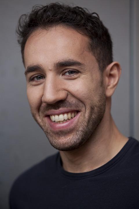 Afbeeldingsresultaat voor glimlachende man
