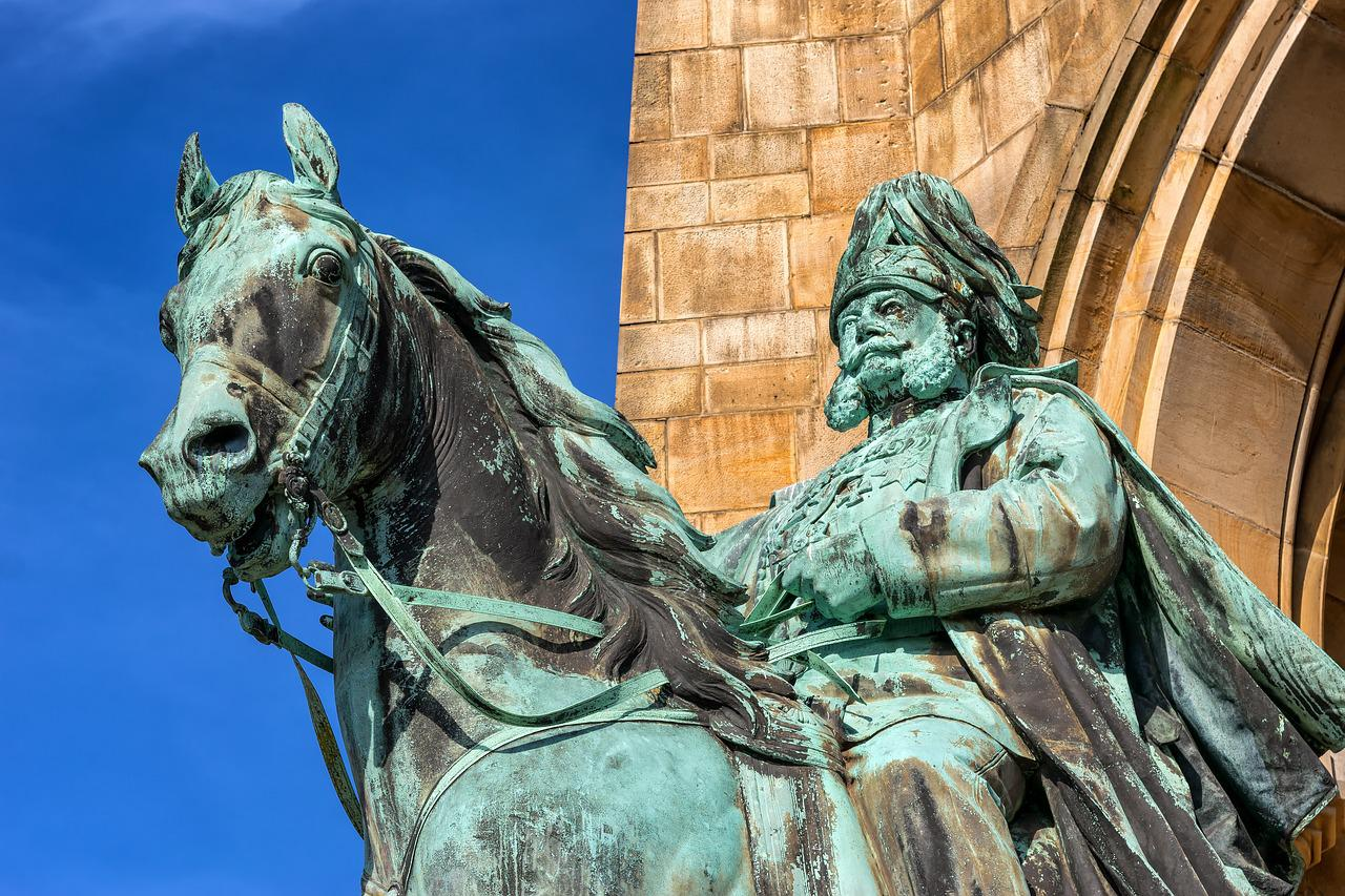 If a statue in the park of a person on a horse has both front legs in the air, the person died in battle; if the horse has one front leg in the air, the person died as a result of wounds received in battle; if the horse has all four legs on the ground, the person died of natural causes.
