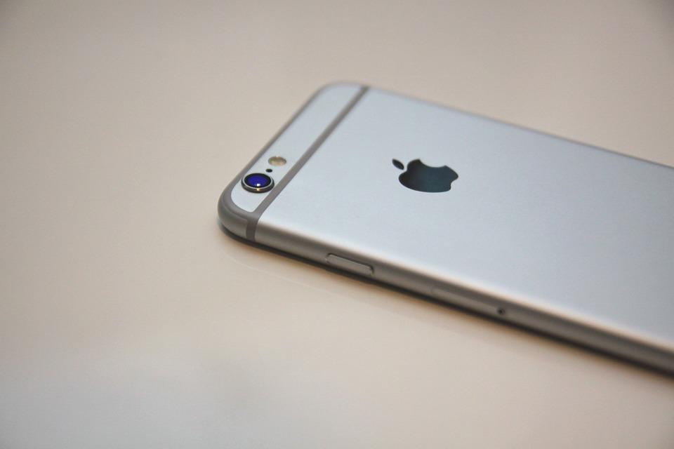 Apple: IPhone 8 распознает своего владельца на расстоянии