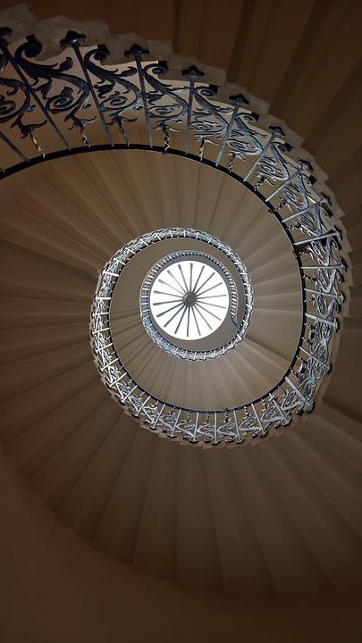 escaleras espiral reinas de la casa escalera