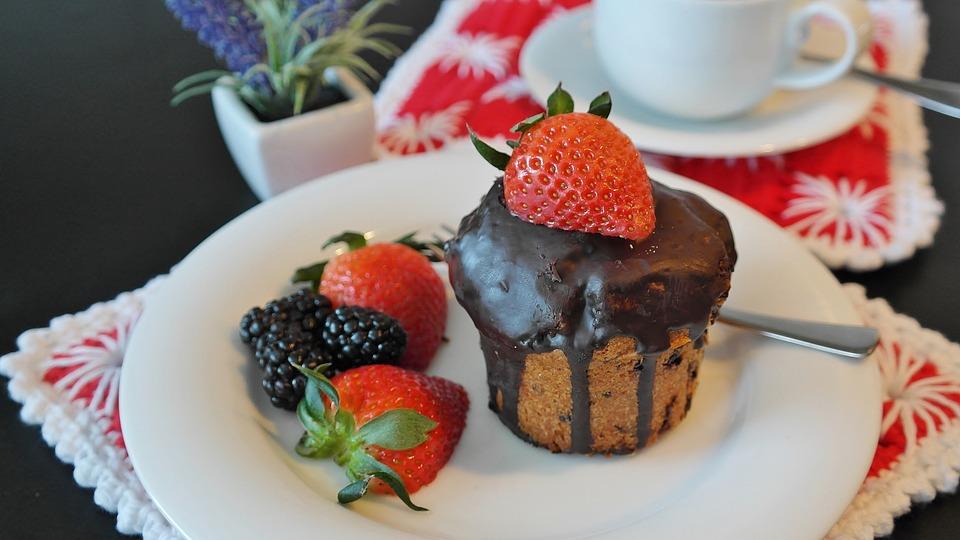 ケーキ, チョコレート ケーキ, チョコレート, イチゴ, ペストリー, 焼く, 焼き菓子, おいしい, 甘い