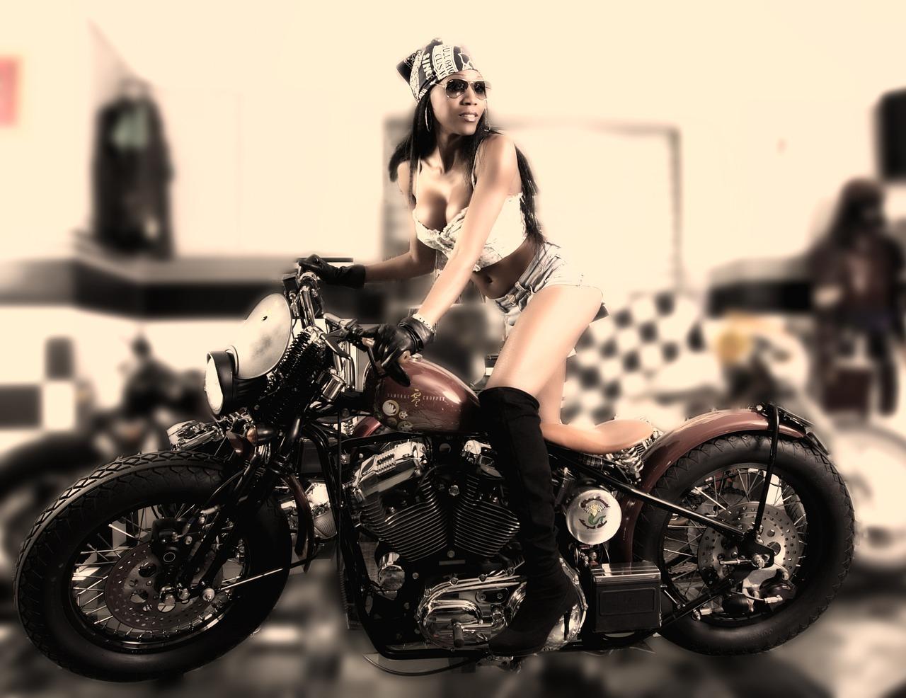 Девушки и мотоциклы постеры