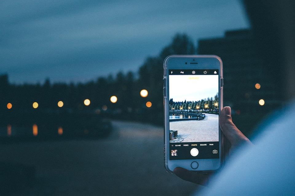 """什么是""""我的照片流"""",与 """"iCloud 照片""""有什么区别?"""