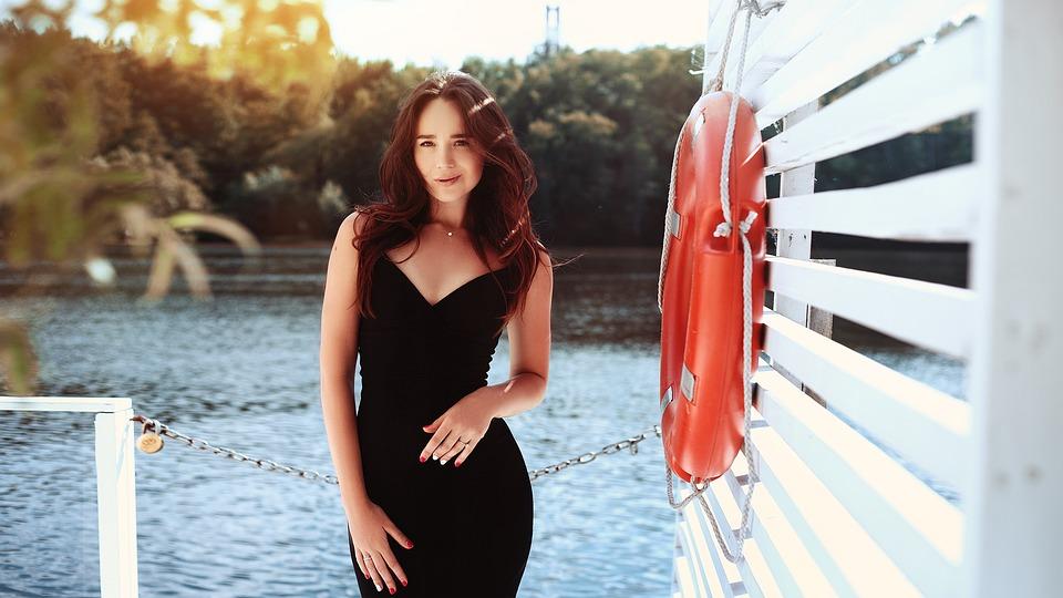 692e9b9c58fd Dievča Čierne Šaty Photoshoot - Fotografia zdarma na Pixabay