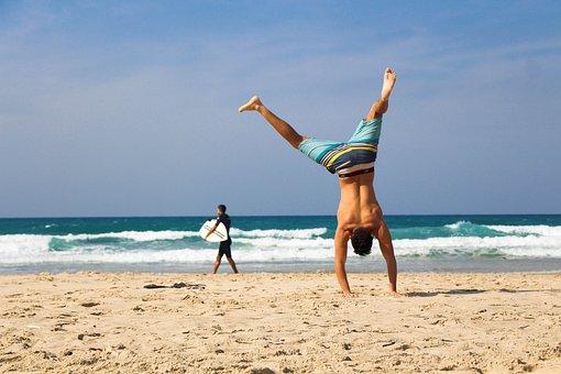 逆立ち, ビーチ, 海, 砂, 運動, 若いです, フィットネス, 自然, 水