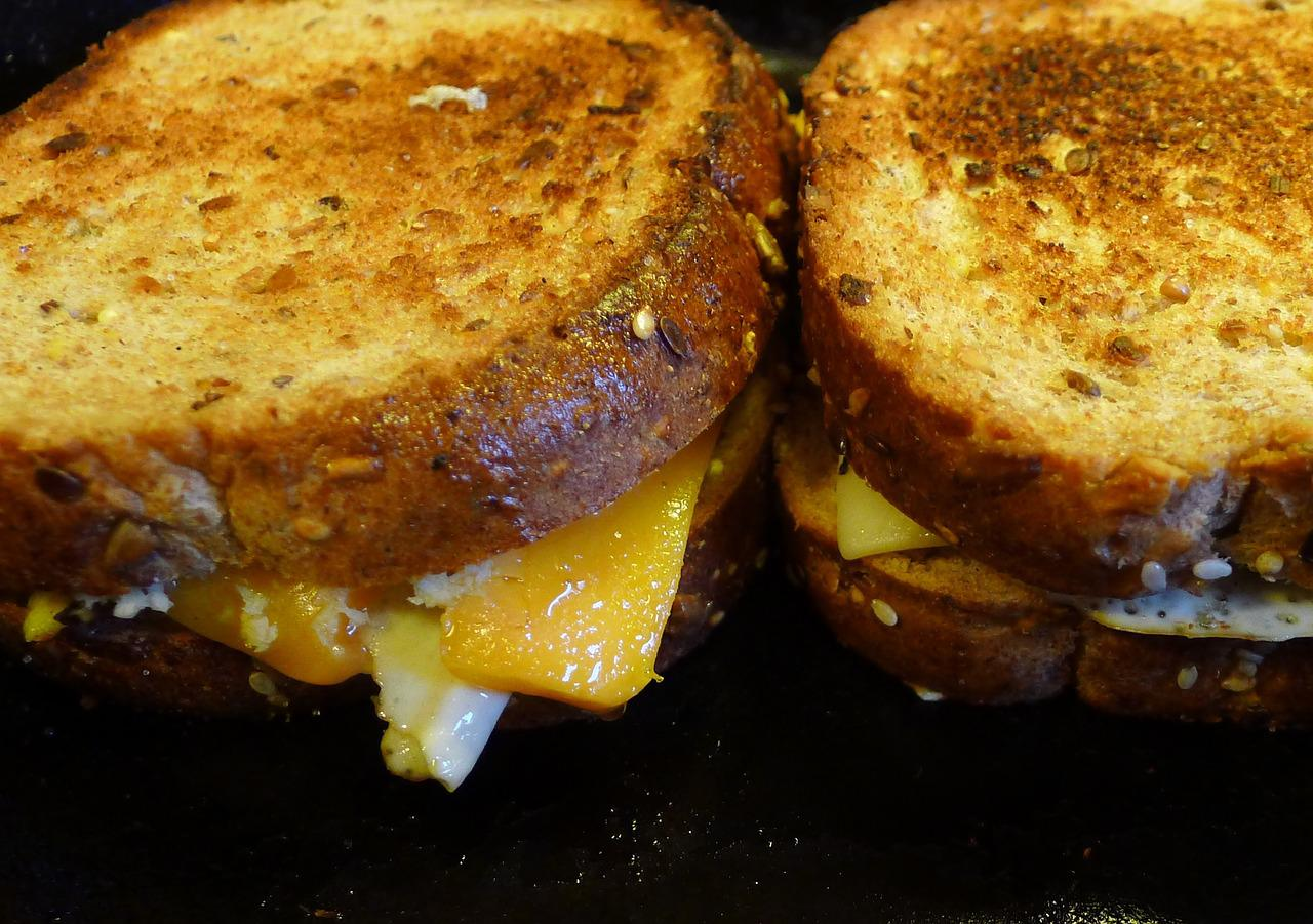 Melted Mixed Cheese Sandwich Recipe