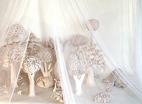 繊細なヴェール, 芸術の森, 白の森
