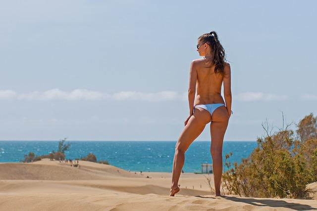 Ню голые на пляжах фото кто