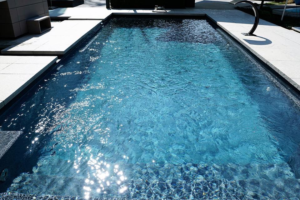 pool wasser gallery of ecopool with pool wasser interesting klares wasser ohne geruch mit. Black Bedroom Furniture Sets. Home Design Ideas