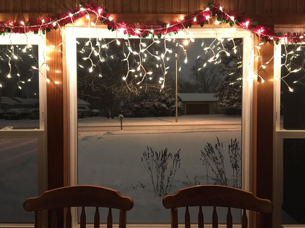 картинки как украсить окно гирляндой классифицированы