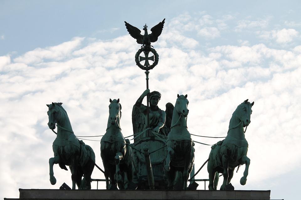 The quadriga on the top of the Brandenburg Gate, Berlin Stock ...