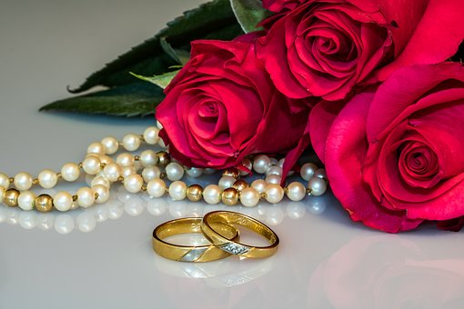 Wedding Rings, Rings, Gold Rings, Roses Know more about the days leading up to Valentine's day like Rose Day, Chocolate day and Anti-Valentine's day like break up day, slap day and more.
