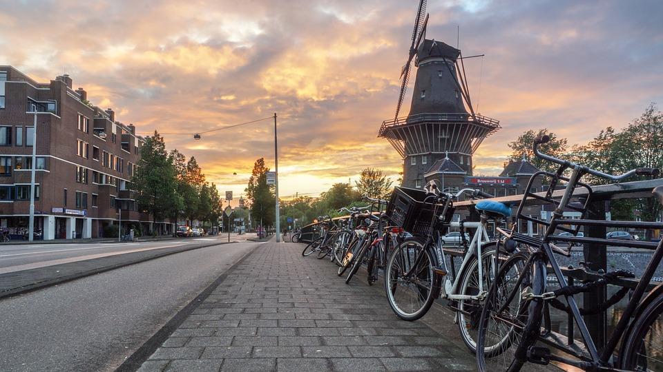 Амстердам забороняє пасажирські машини Євро 3