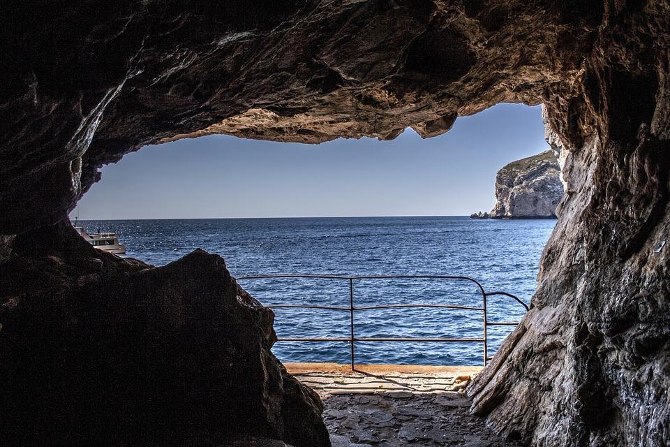 Grotta di Nettuno - Primavera in Sardegna