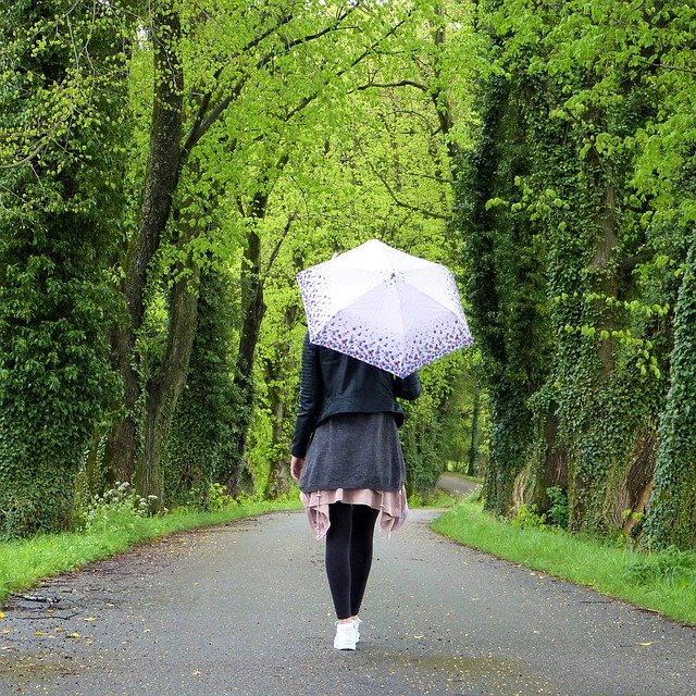 Картинки на аву девушка с зонтом