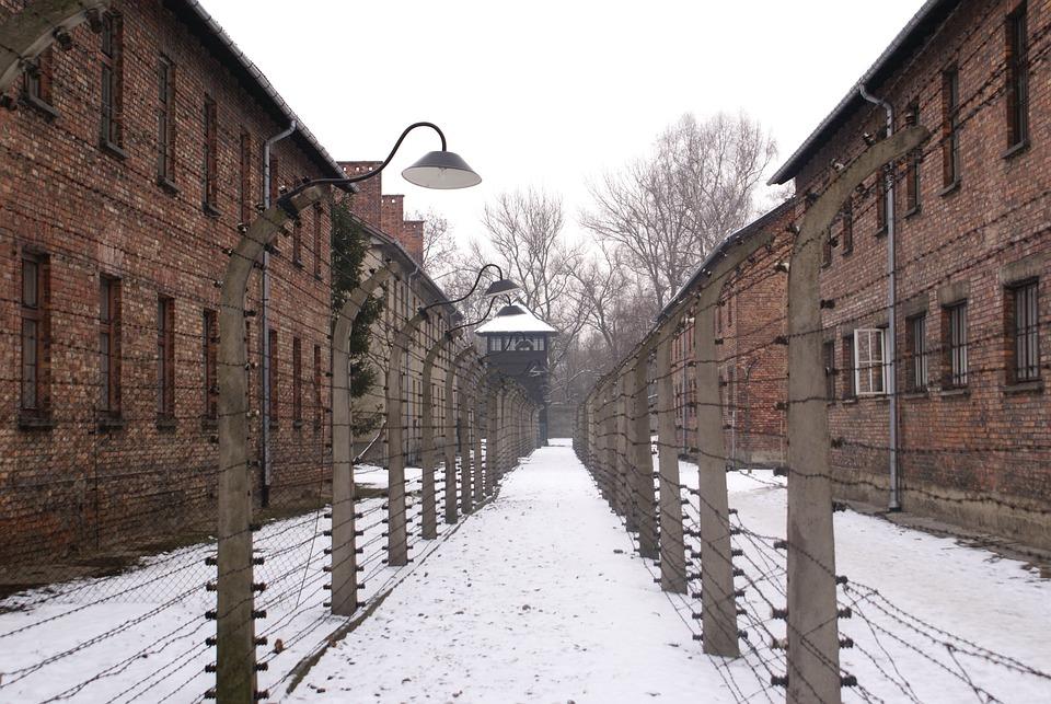 По заветам Гитлера: в немецкой армии нашли нацистскую атрибутику