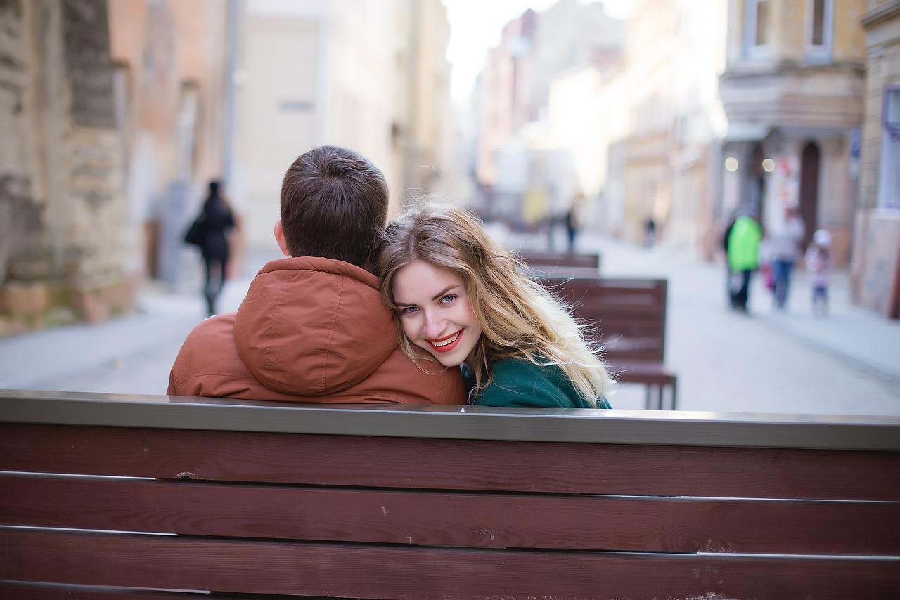 日付, 近さ, 幸福, 笑顔, 女性, 男, 信頼, ロマンス, 優しさ, 愛, 若いです