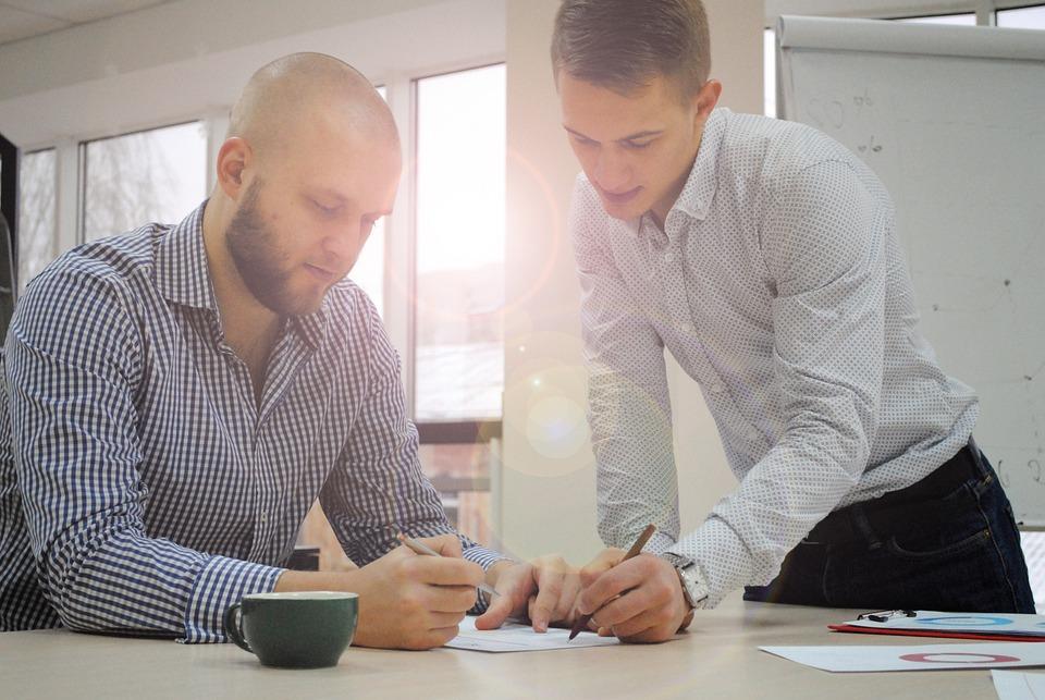 Писать, Помощь, Бизнес, Мужчины, Обсуждение, Двое