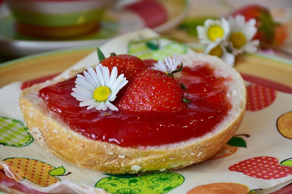 Frühstück, Semmel, Frühstücken, Erdbeeren, Marmelade