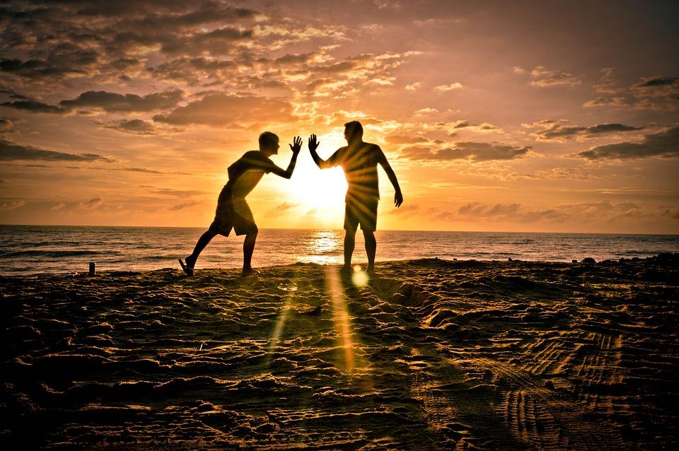 友人同士, パートナー, 太陽, ビーチ, 友情, シルエット
